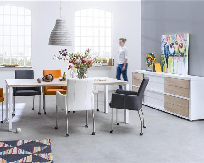 Toonzaalmodel eetkamer wit deba meubelen