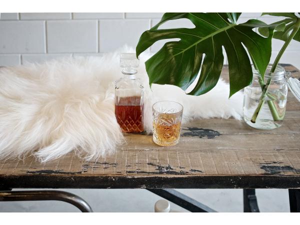 Schapenvacht Over Stoel : Schapenvacht kleur: wit wit deba meubelen